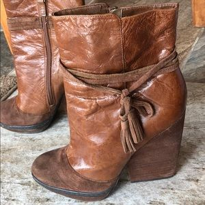 HINGE booties
